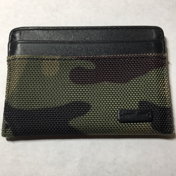 5c3e2a7ca0e5 Michael Kors camouflage card holder wallet. M 5b89ae9742aa768ac26f0758